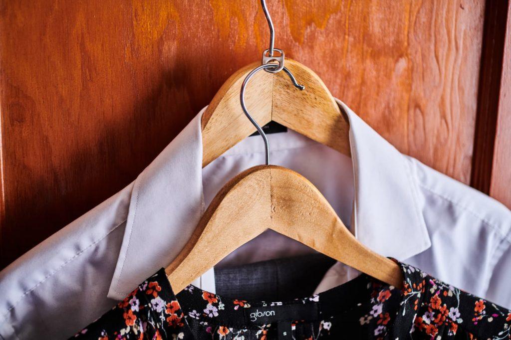 Zwiększ pojemność swojej szafy na ubrania dzięki temu sprytnemu trikowi!