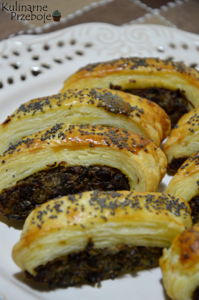 Paszteciki z ciasta francuskiego z kapustą i grzybami